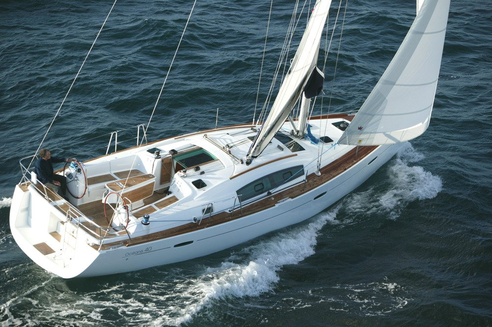 Beneteau_Oceanis_40_sail_boat_rent_charter_in_Greece_Aegean